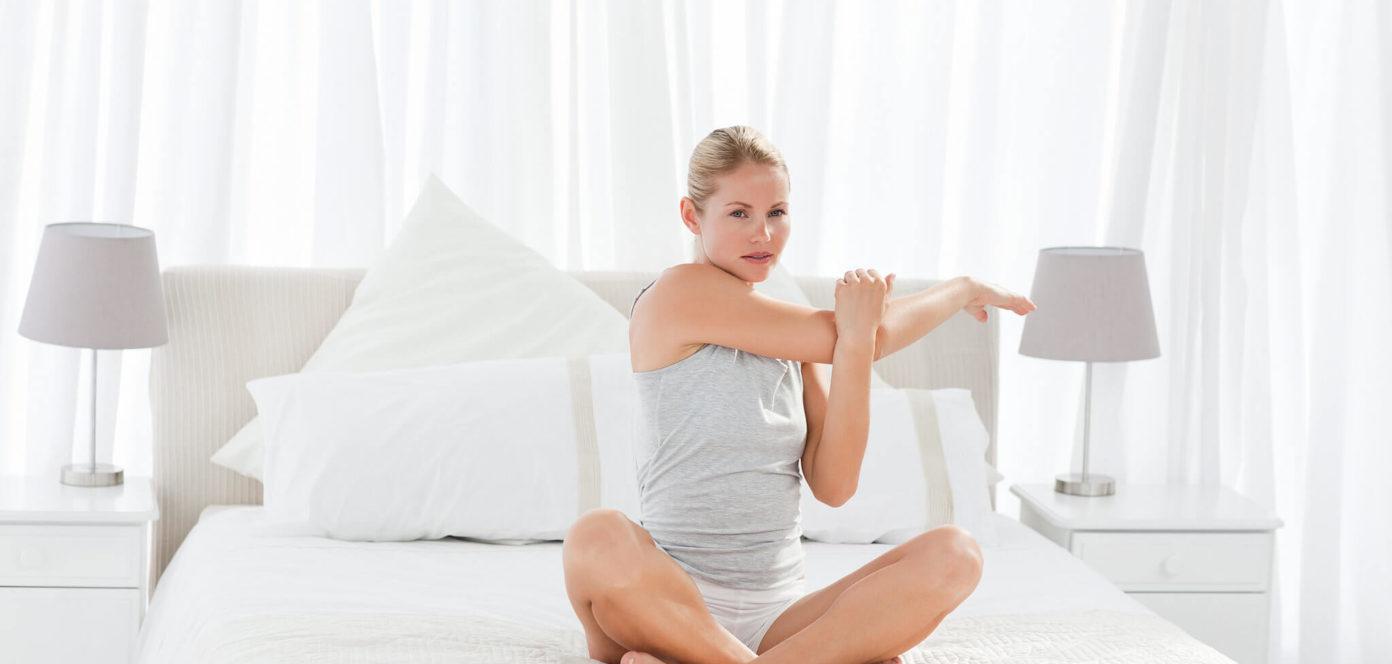 6 упражнений, которые можно делать в кровати