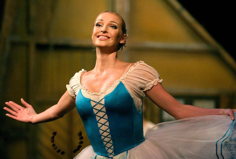 Анастасия Волочкова в балетной пачке отправилась в ресторан