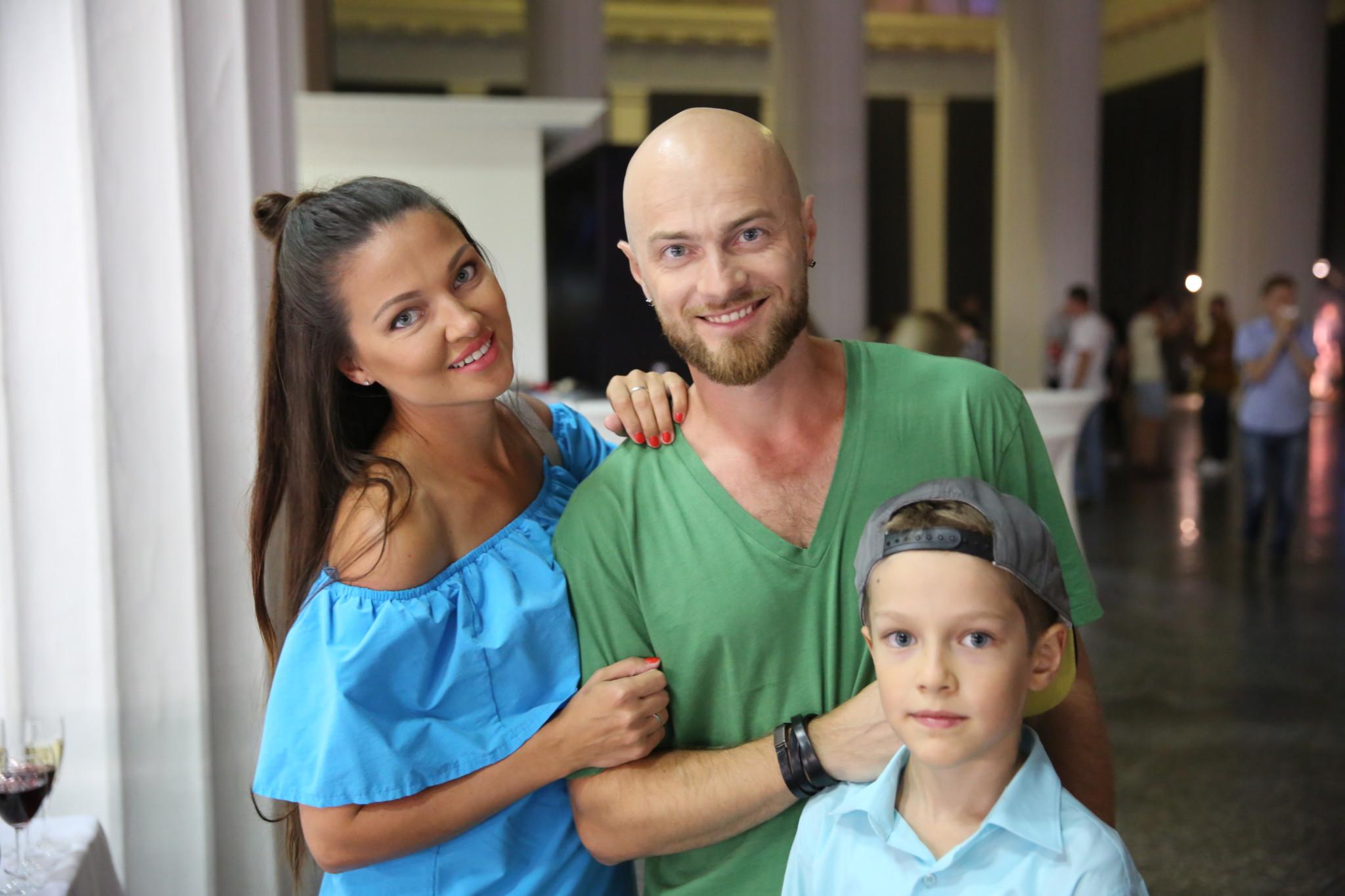 Влад Яма отправился на отдых с женой и сыном