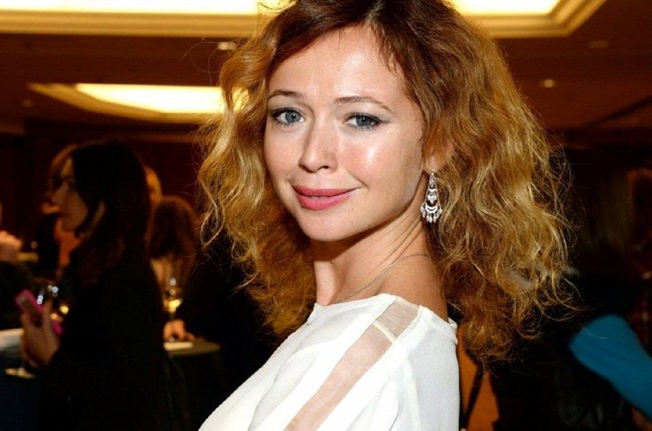 Елена Захарова блистала на красной дорожке в платье с открытой спиной