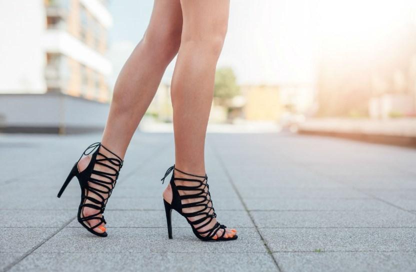 5 простых упражнений, которые стоит выполнить после хождения на каблуках
