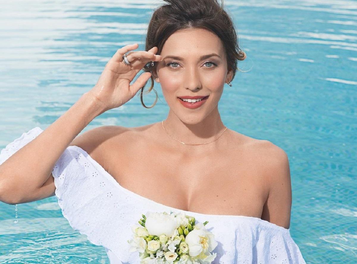 Регина Тодоренко в ярком купальнике готовится к свадьбе