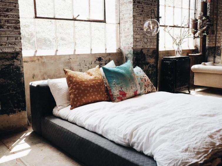 Спим с комфортом и настроением: какое постельное белье лучше