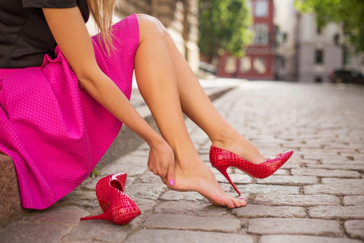 Как восстановить ноги после долгого хождения на каблуках?