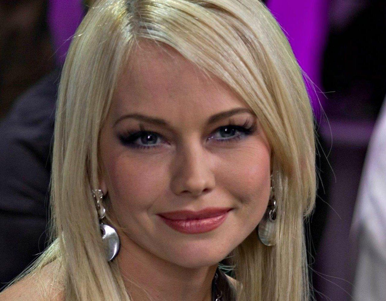 Елена Корикова похвасталась фигурой в ярком бикини
