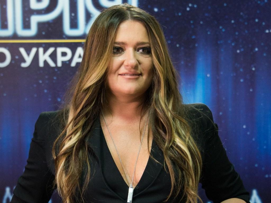 Наталья Могилевская позировала в платье с вышивкой