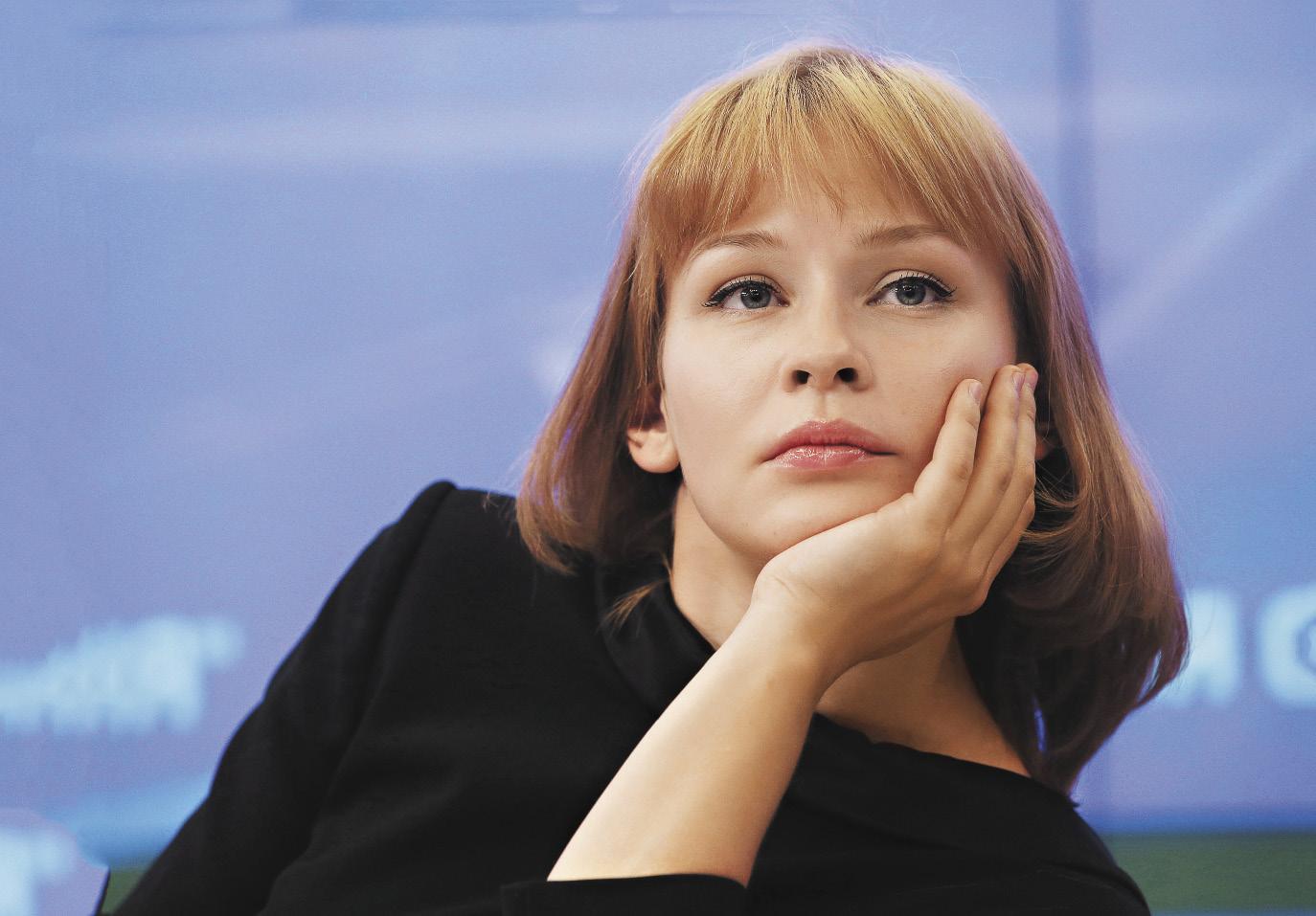 Юлия Пересильд украсила первую обложку глянца без ретуши