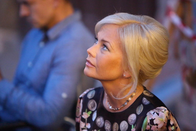 Елена Корикова позировала с округлившимся животом