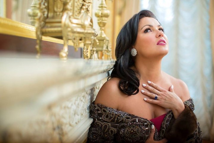 В шелках и золоте: Топ список самых высокооплачиваемых российских звёздных красавиц