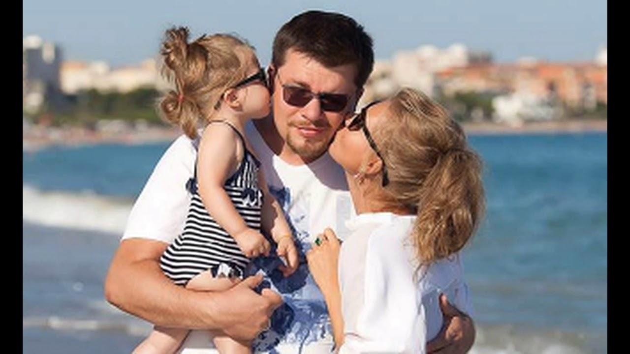Кристина Асмус опубликовала фото мужа и дочери