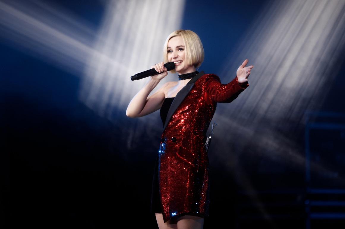 Сорвавшая спину Полина Гагарина с трудом выступила на китайском шоу