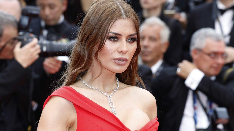 Виктория Боня в белом платье отдыхает в Турции