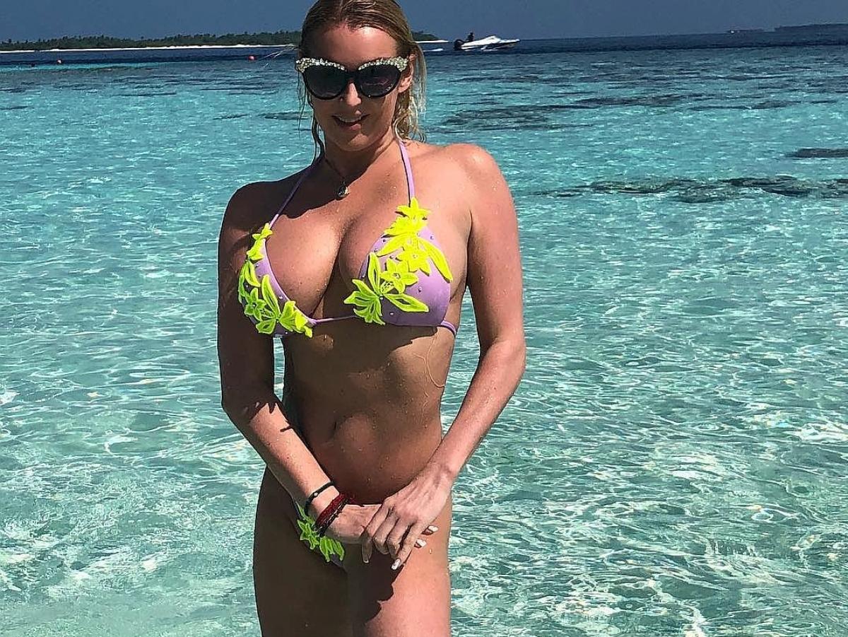 Анастасию Волочкову раскритиковали за каблуки на пляже
