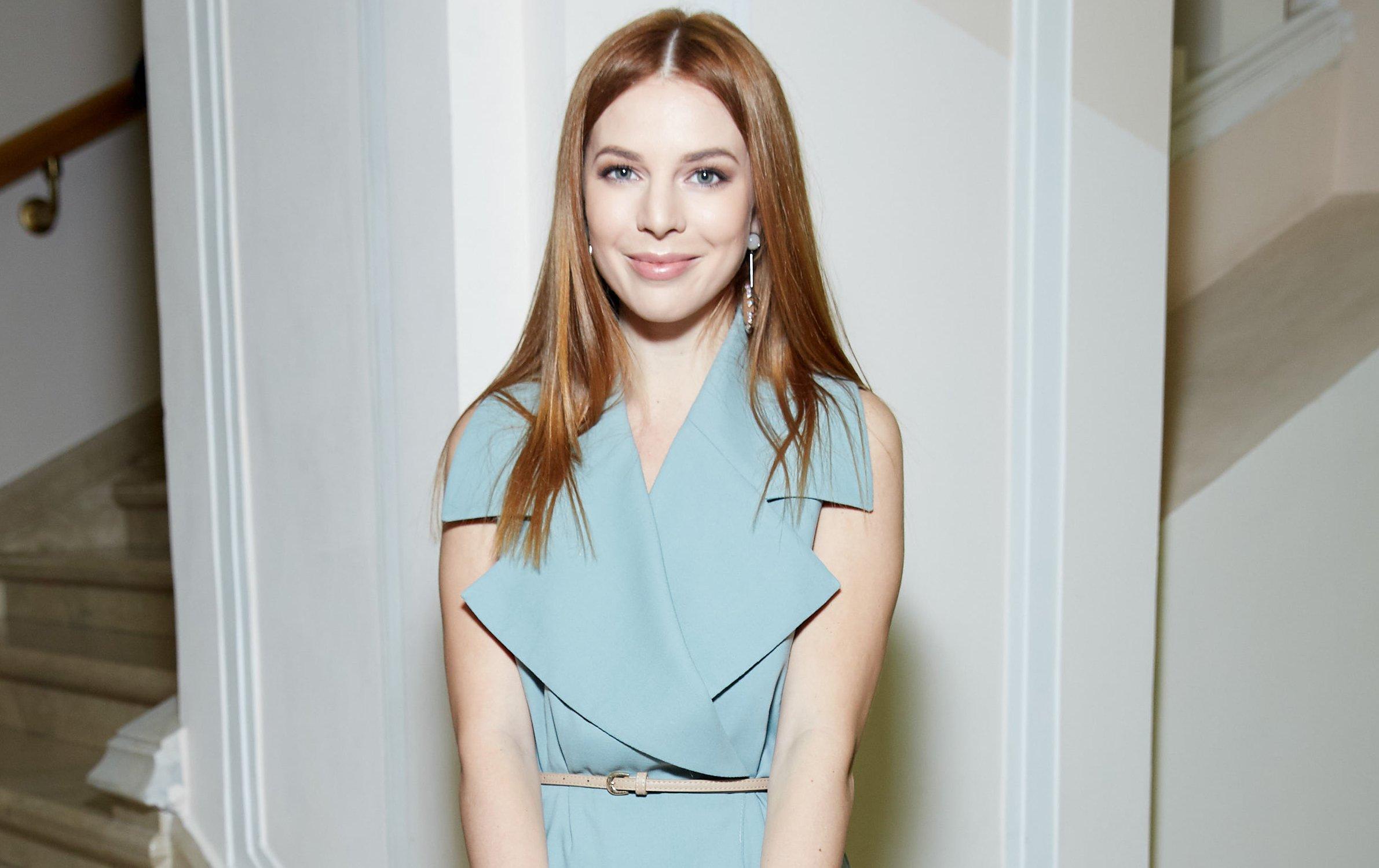 Наталья Подольская блистала в платье с высоким разрезом