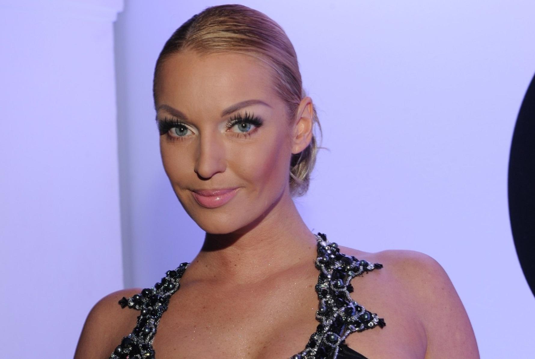 Анастасия Волочкова позировала в леопардовом мини