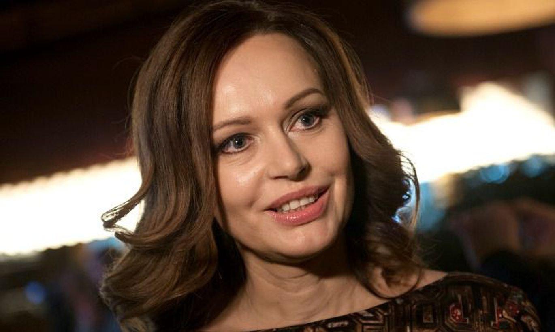 «Ни одна лиса не пострадала»: Ирина Безрукова вышла в свет в оригинальном платье