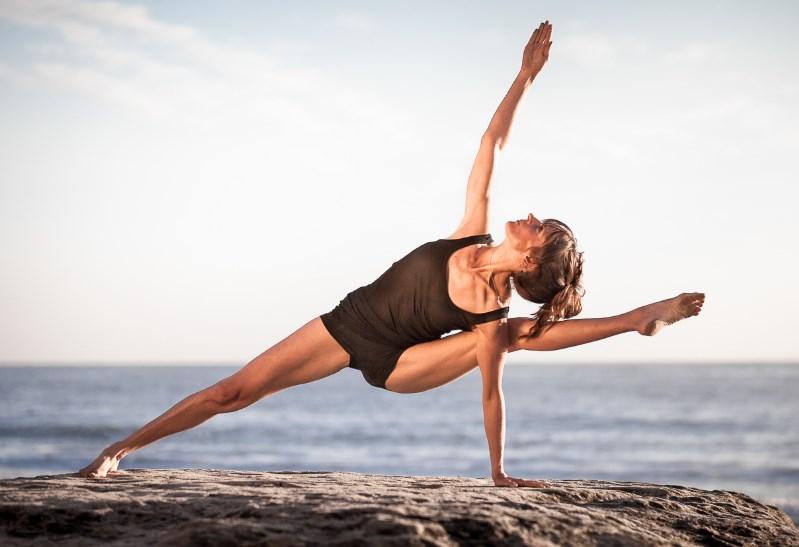 5 элементов йоги, которые помогут восстановить силы и расслабиться после трудного дня
