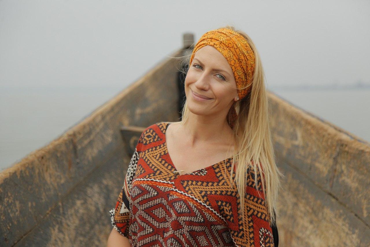 Леся Никитюк позировала в ярком платье