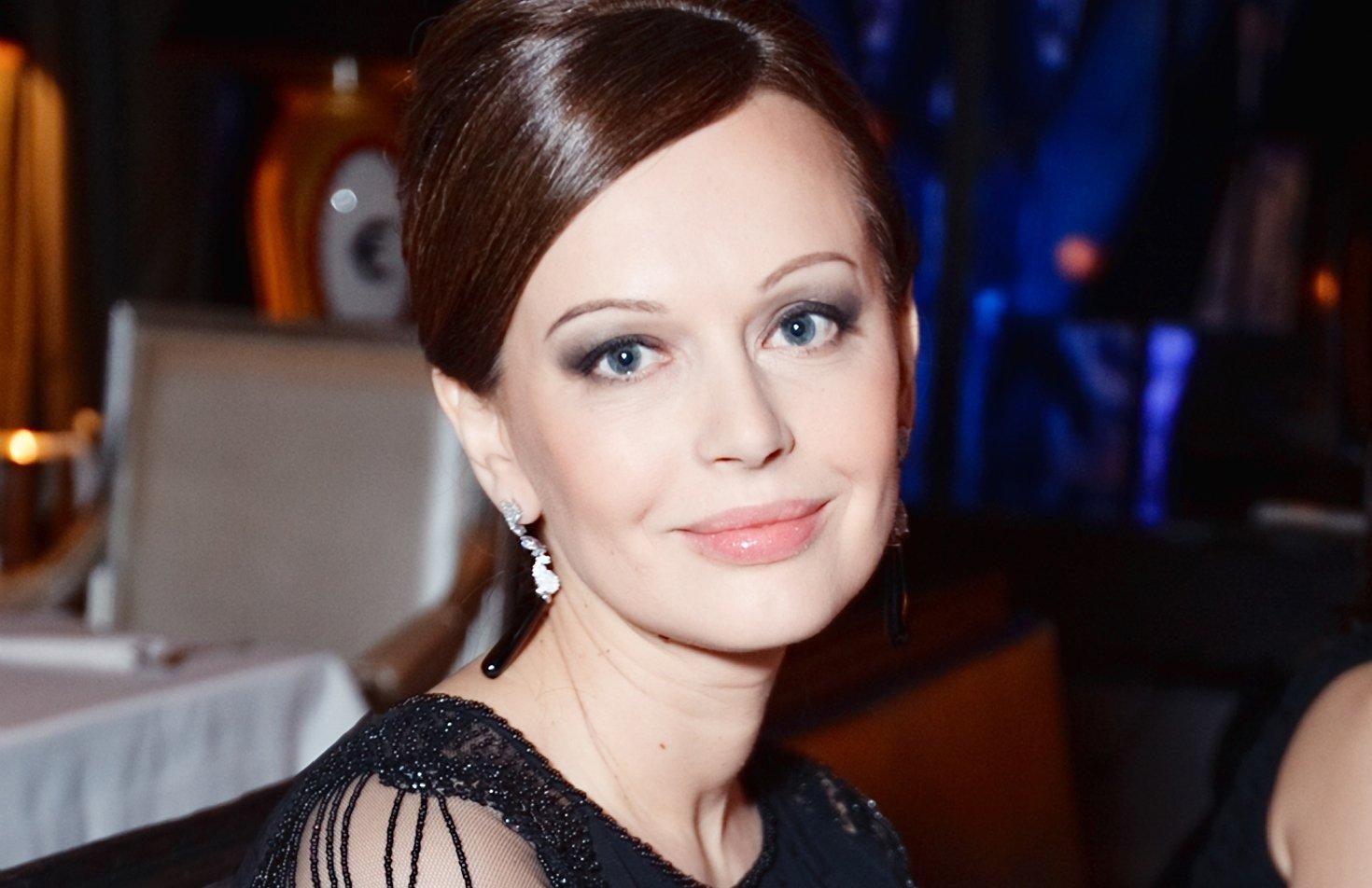 Ирина Безрукова выбрала скромный наряд для красной дорожки ММКФ