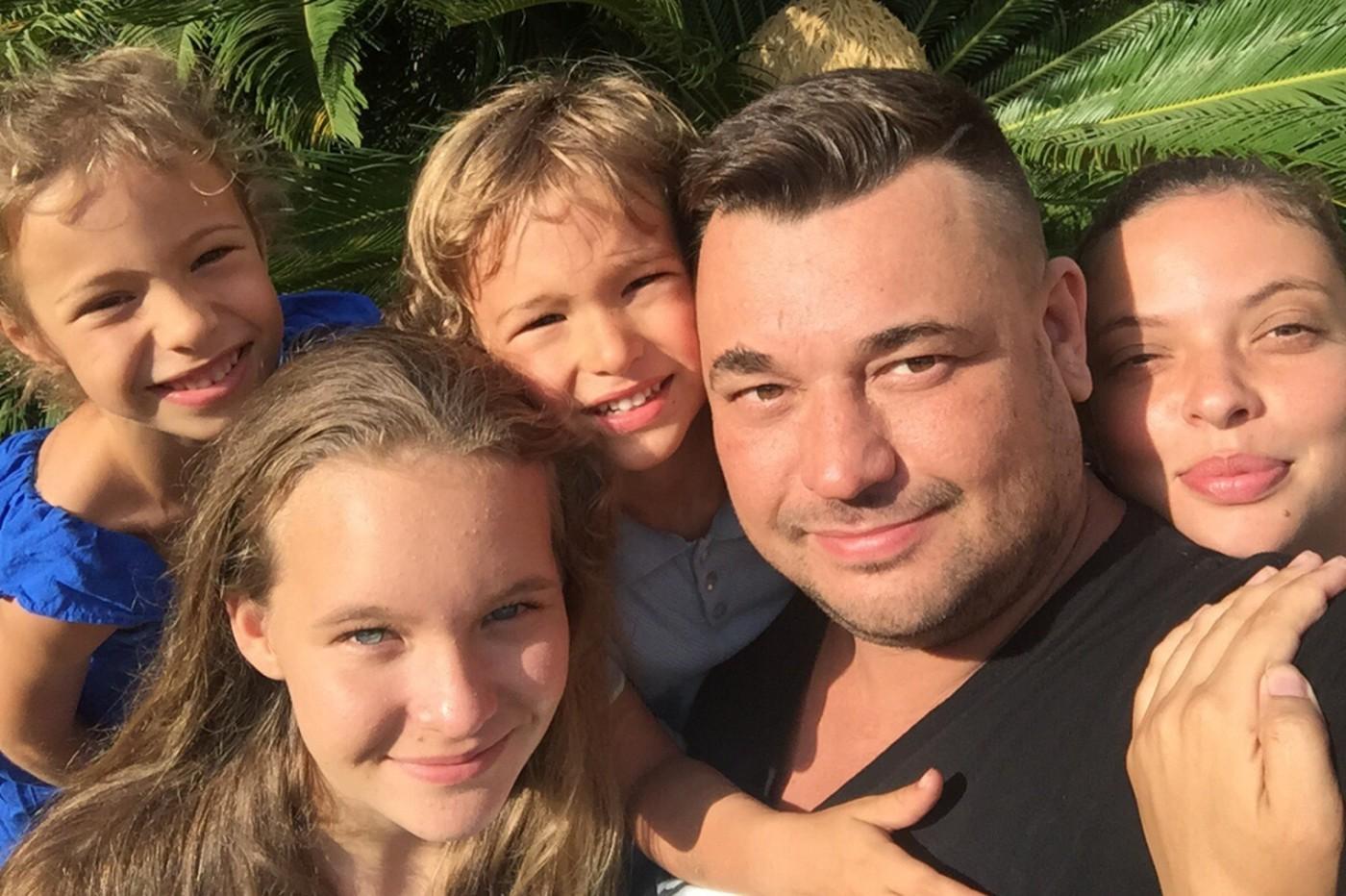 Сергей Жуков с семьей улетел в Америку