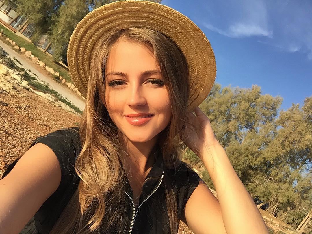 Анна Михайловская улетела на отдых в Арабские Эмираты