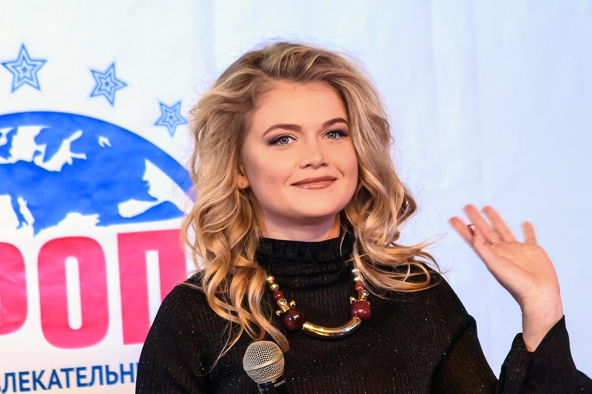 Мария Ивакова вышла в свет с Никитой Ефремовым