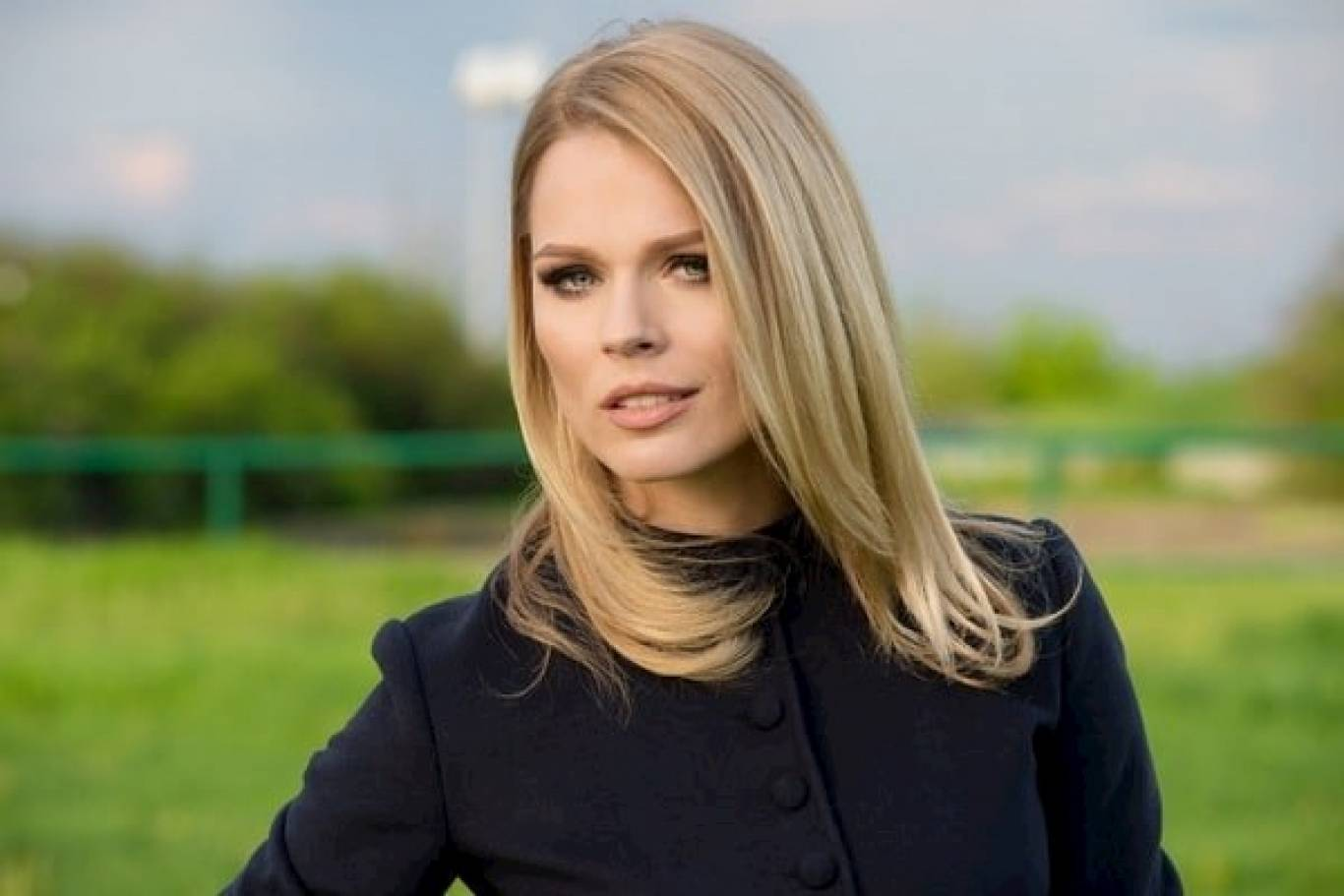 Ольга Фреймут очаровала своим видом в костюме от MaxMara
