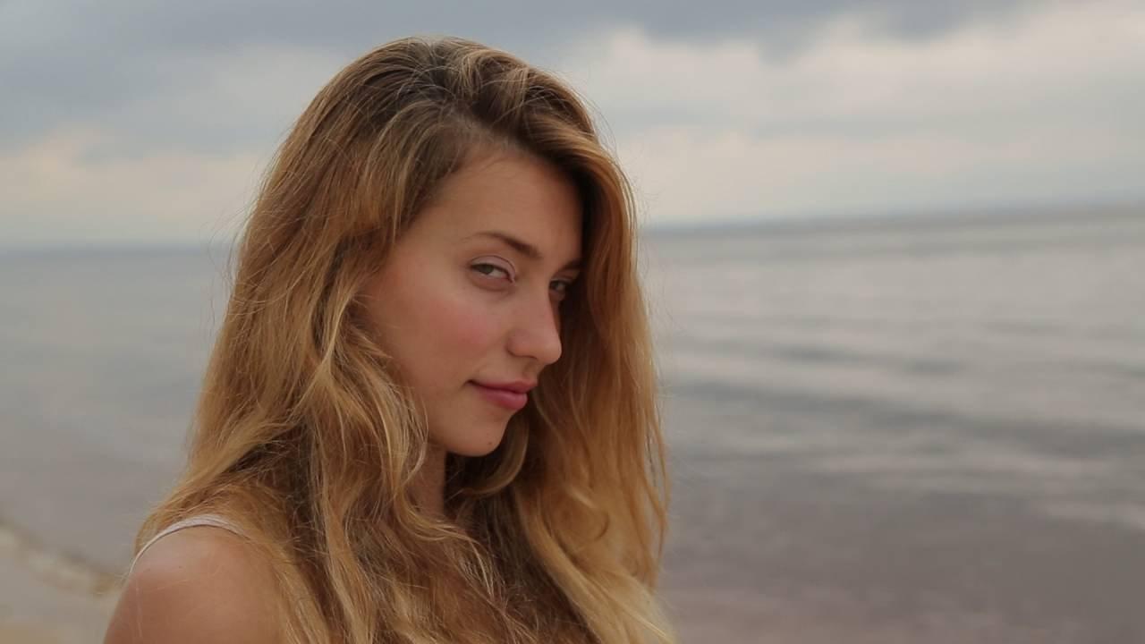 Регина Тодоренко в купальнике раскрыла секрет гладкой кожи