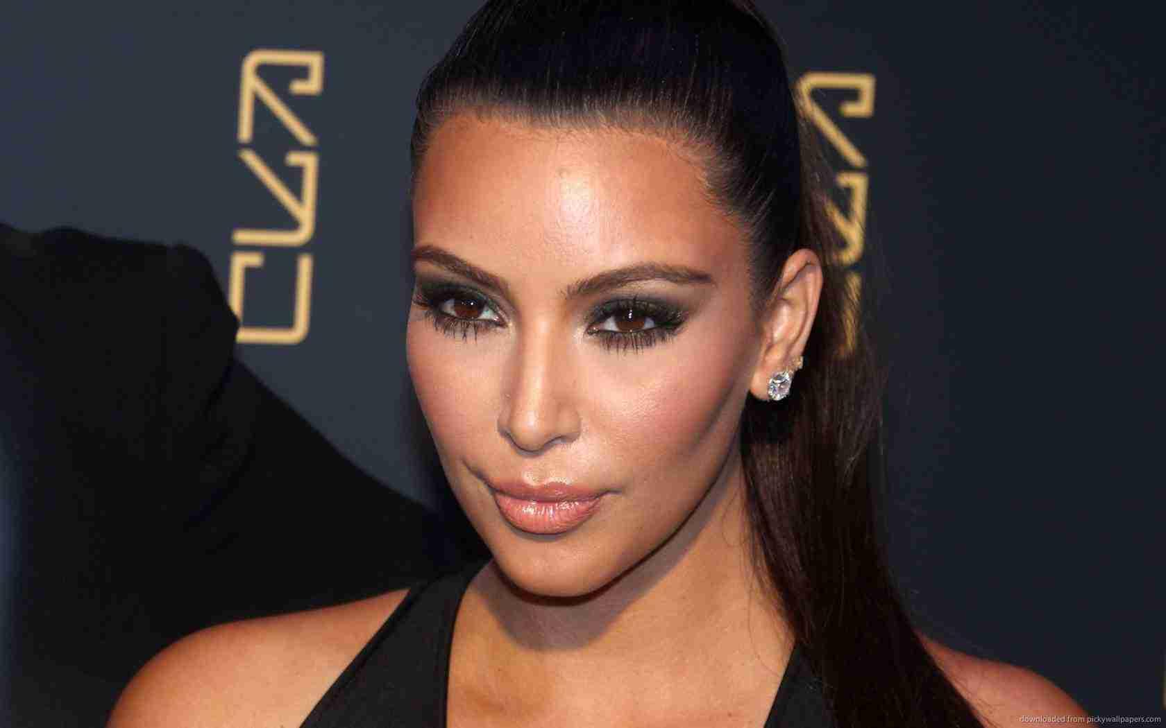 Клоны атакуют: Ким Кардашьян приняла участие в необычной фотосессии
