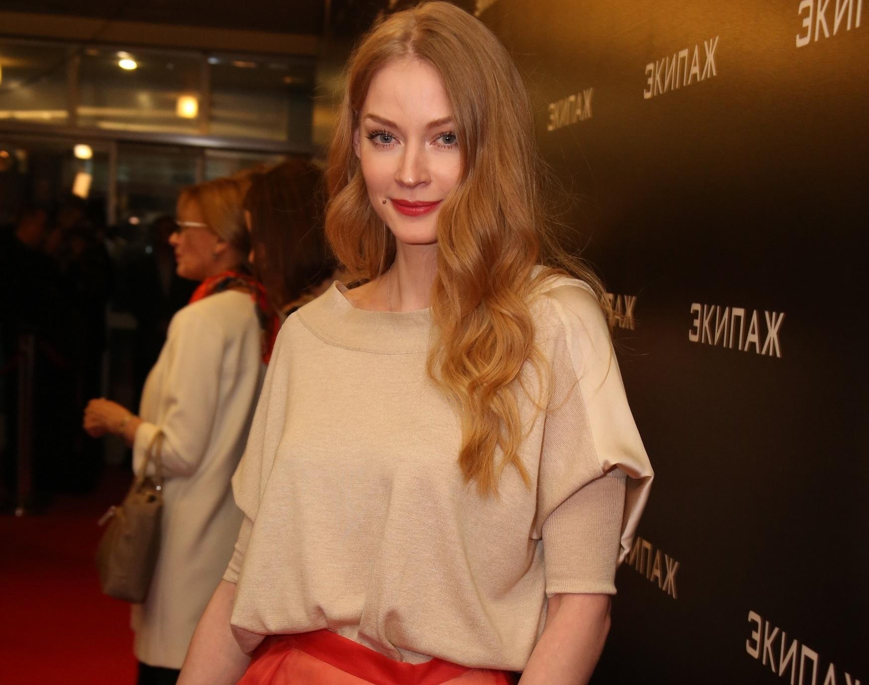 Светлана Ходченкова выбрала стильный комплект для красной дорожки
