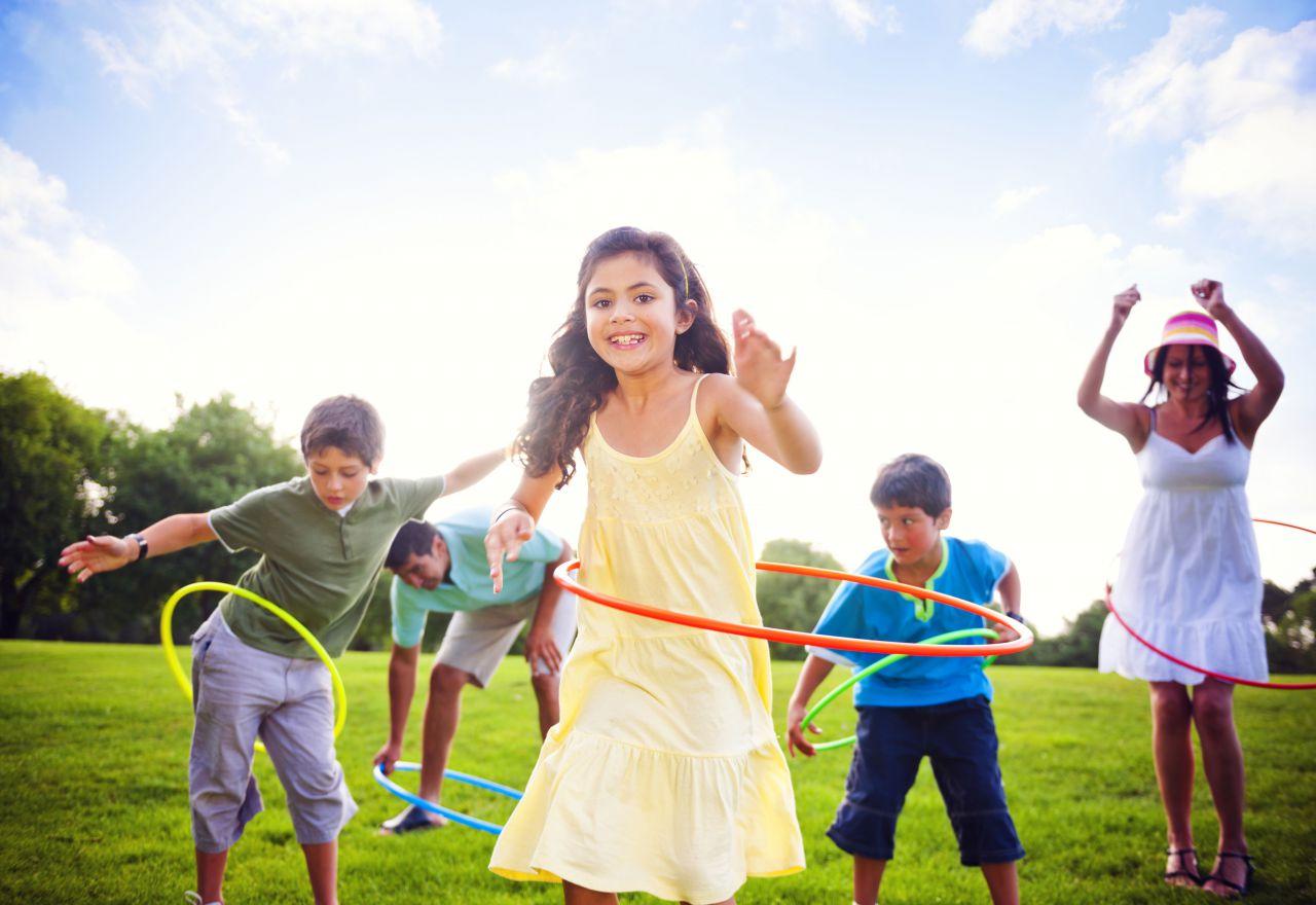 7 развивающих игр на свежем воздухе для детей