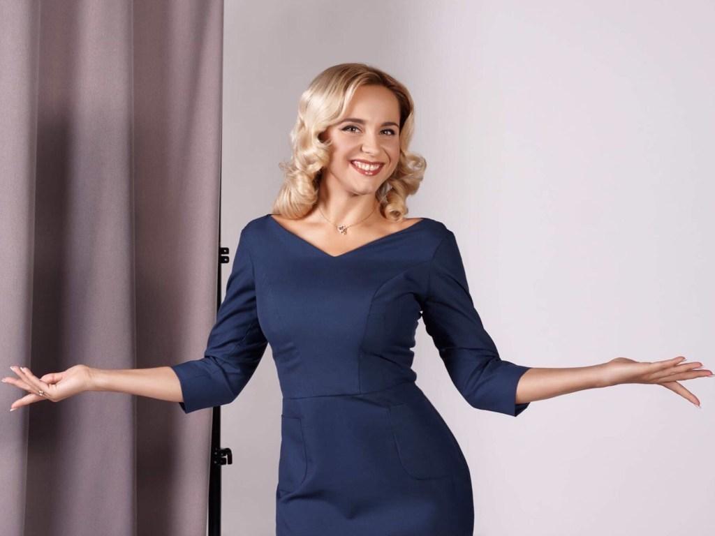Лилия Ребрик блистала в облегающем платье с открытыми плечами