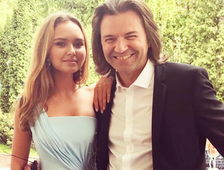 Стефания Маликова сходила на концерт вместе со своим отцом и дедом