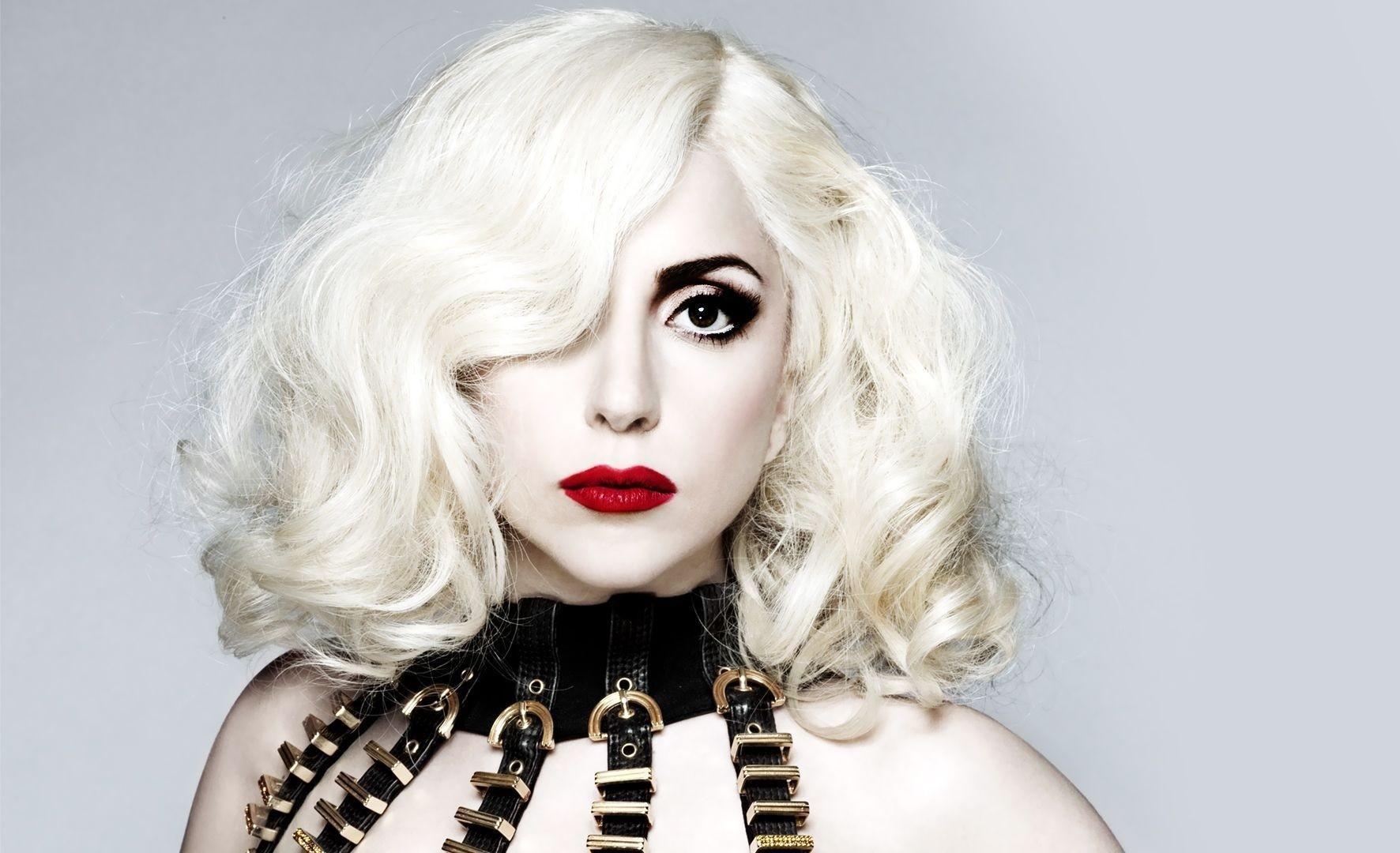 Леди Гага иронично «подтвердила» новость о своей беременности