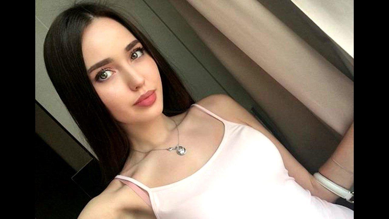 В сети появилось фото беременной Анастасии Костенко в купальнике