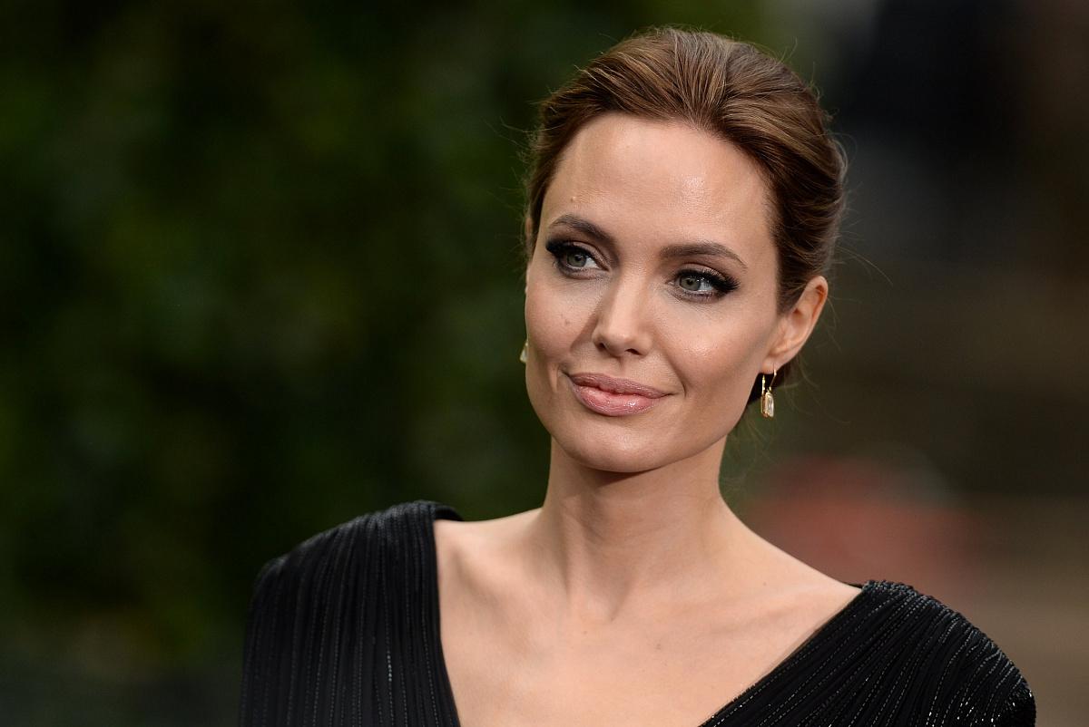 Анджелина Джоли с детьми на премьере