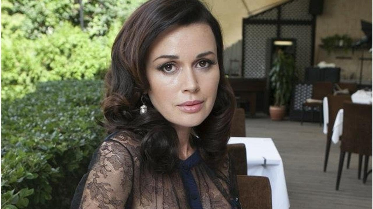 Директор Анастасии Заворотнюк обратился к ее поклонникам на офне слухов о смерти актрисы