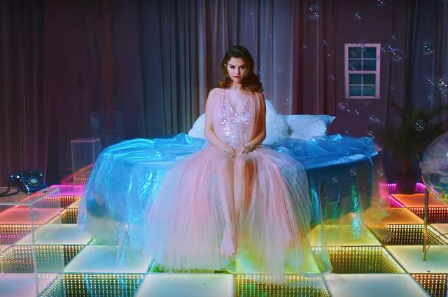 Селена Гомес выпустила клип на песню Rare о несчастной любви