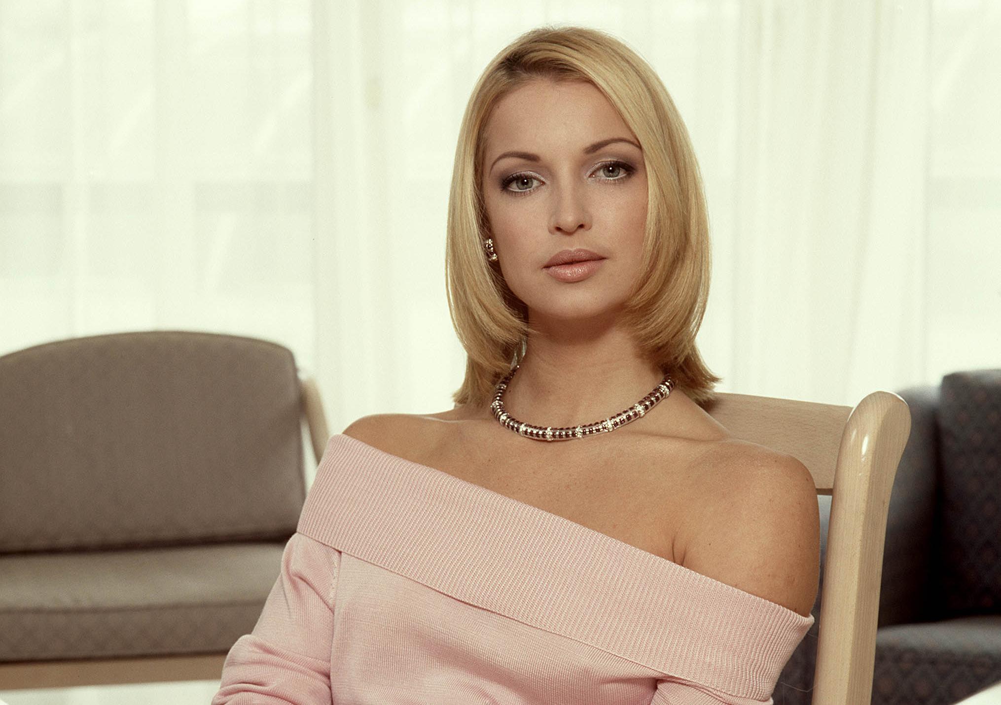 Анастасия Волочкова поразила поклонников глубиной декольте