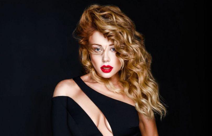 «Как у Ким»: Тина Кароль поделилась сексуальным фото
