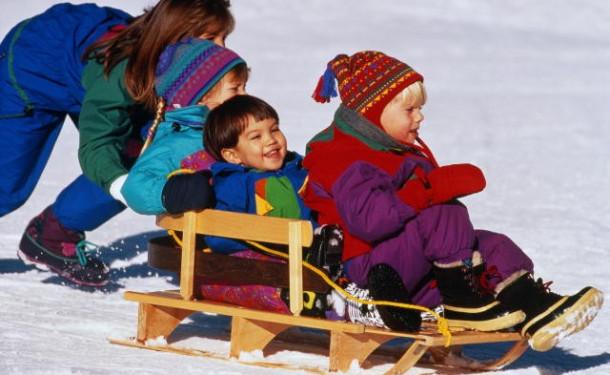 Игры с санями: разнообразим зимние забавы