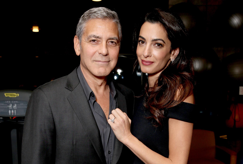 Амаль и Джордж Клуни на прогулке по вечернему Нью-Йорку