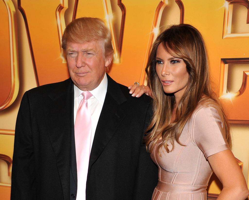 Мелания и Дональд Трамп зажгли огни на рождественской елке у Белого дома