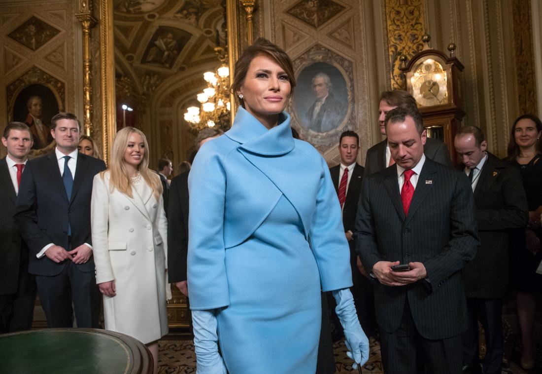 Мелания Трамп вышла в свет в элегантном платье от Gucci