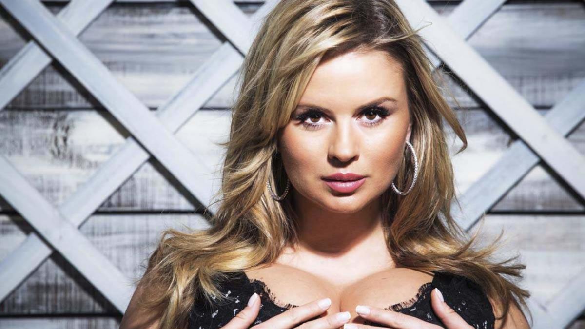 Анна Семенович уменьшила грудь до пятого размера