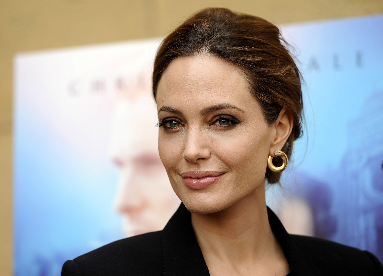 Анджелина Джоли с дочерьми Шайло и Захарой на премьере