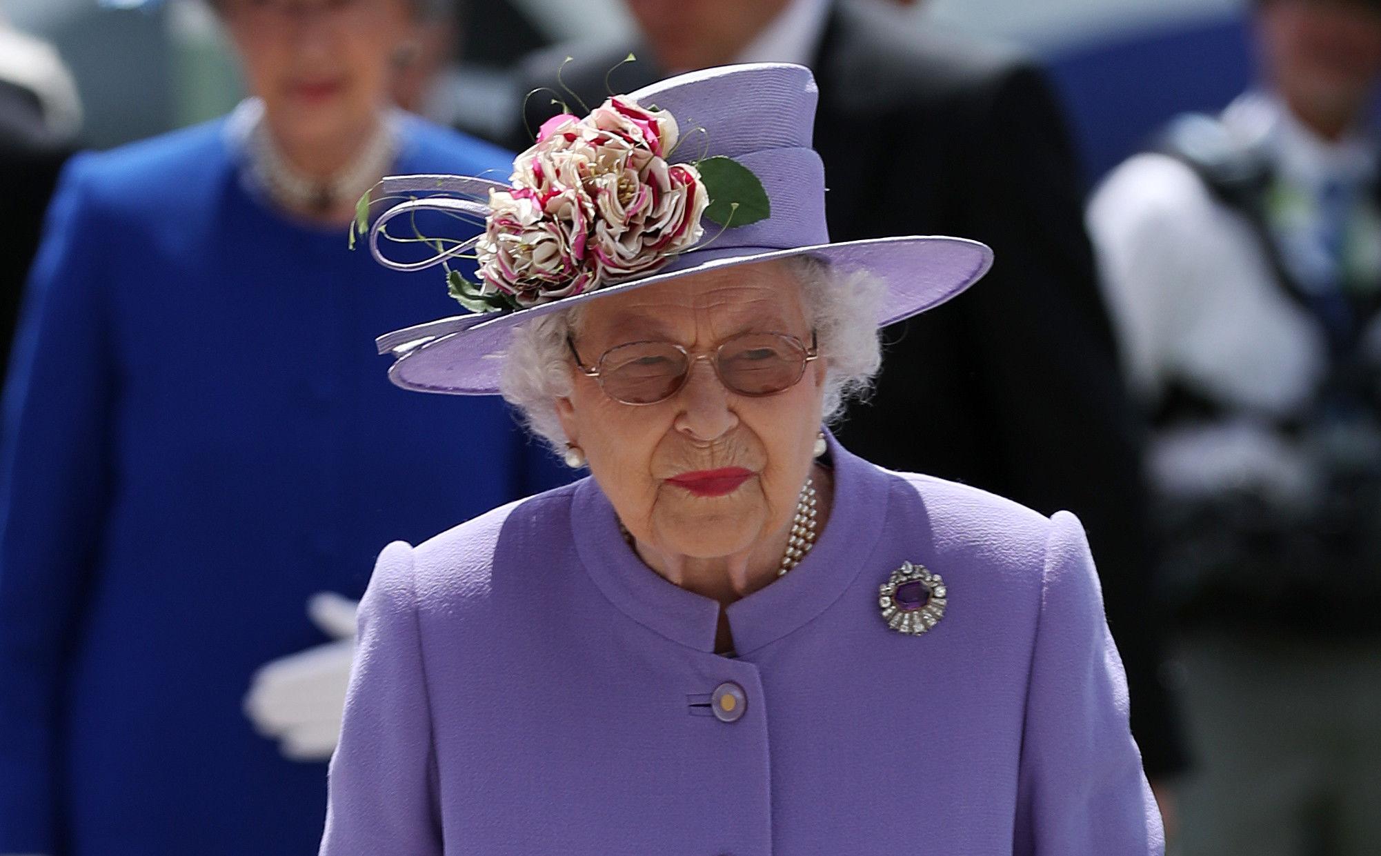 Елизавета II расплакалась во время военного парада