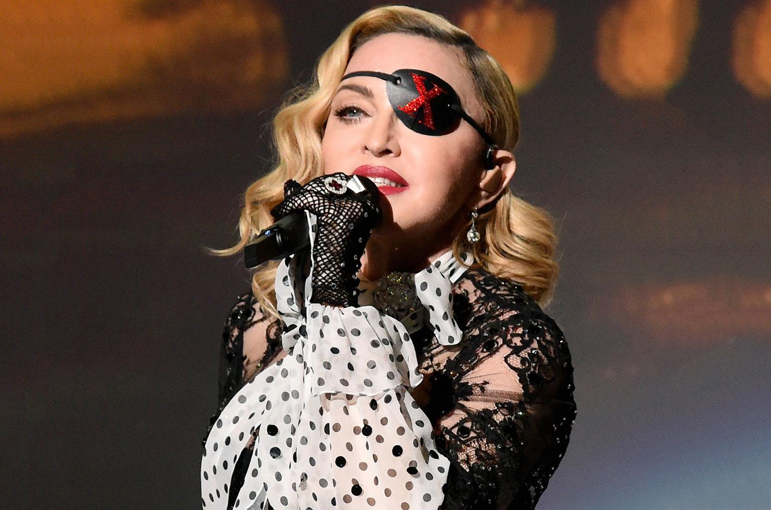 Мадонна отметила три концерта из-за «ужасной боли»