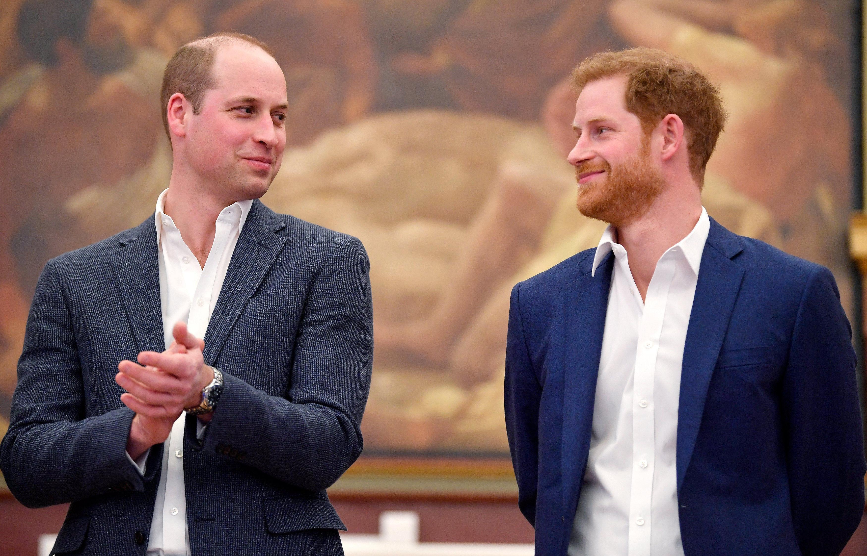 Официально: принцы Гарри и Уильям прокомментировали новости насчет своей вражды