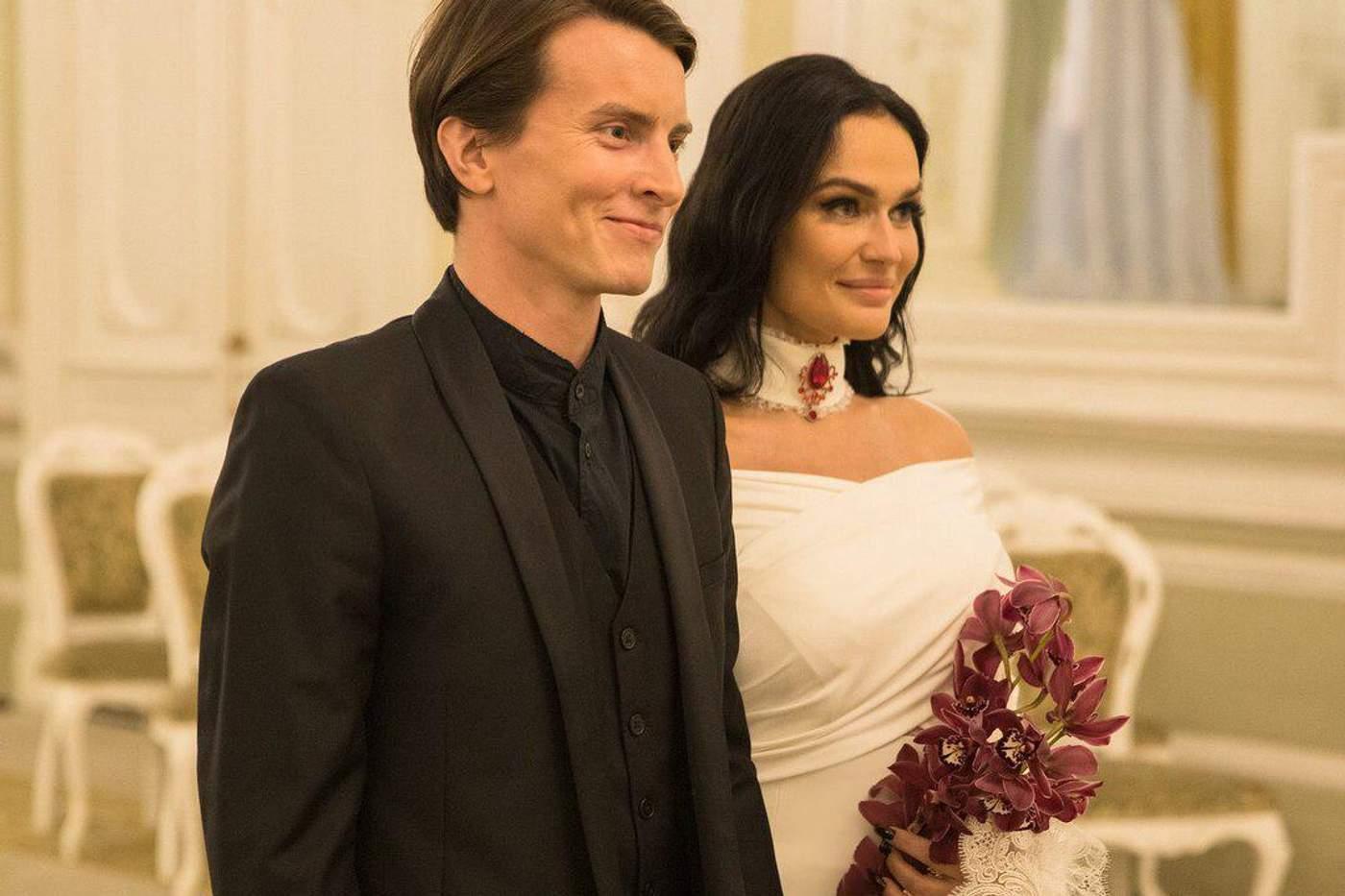 Алена Водонаева рассказала, в каких отношениях рассталась с бывшим мужем